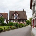 Ermatingen – szachulcowy dom z malowanymi okiennicam