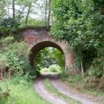 Niszczejący wiadukt kolejowy