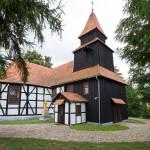 Rusko. Szachulcowy kościół z 1833 z drewnianą wieżą