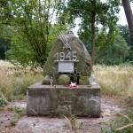 Gdzieś w lesie miejsce pamięci poległych w walce z okupantem 31 stycznia 1945