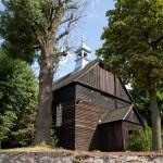 Panienka. Drewniany kościół z 1787 r kryty dachem gontowym