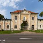 Wieleń. Dom bramny i była wozownia. Wejście główne do rozległego założenia pałacowo-parkowego