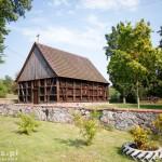 Hubertowo. Drewniany kościół poewangelicki z 1787 r. o konstrukcji zrębowo-szkieletowej