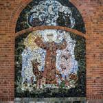 Drawsko. Na ścianie kościoła św. Franciszek wykonany ze stłuczki porcelanowej