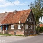 Po trasie mijamy wiele starych drewnianych domów