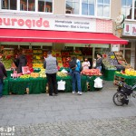 Multikulti – jedna z tureckich sieci marketów w Berlinie Eurogida z charakterystycznym logo – czerwone jabłko, tuż obok restauracja chińska