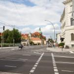 Wytyczone pasy ruchu dla rowerów oraz sygnalizacja świetlna