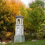 Bronikowo. Kapliczka na tyłach kościoła