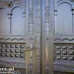 Wieszczyczyn. Piękne drewniane drzwi do kościoła
