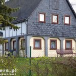 Na pierwszy rzut oka trudno ocenić czy to nowy czy stary dom