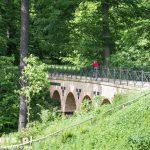 Most Arkadowy – jest jednym z trzech obiektów architektonicznych zachowanych w polskiej części parku