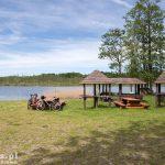 Stolec i jezioro Stolsko. Przez środek jeziora przebiega granica polsko-niemiecka