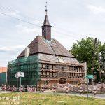 Rostarzewo – stary układ urbanistyczny. Po środku rynku ratusz z 1768 kryty gontem