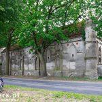 Stara Dąbrowa. Obszerne zabudowania folwarczne, m. in. Neogotycki piętrowy spichlerz