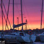 Zachód słońca w marinie