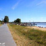 Nowe Warpno – promenada i plaża od strony jeziora Nowowarpieńskiego