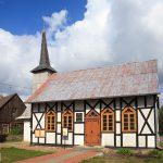 Poewangelicki kościół pw. Matki Boskiej Królowej Polski z 1891 r. we wsi Krągi