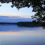 J. Pile o pow. 1002 ha i średniej głębokości 11,7m. Na jeziorze znajdują się dwie wyspy