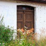 Branimie. Drewniane drzwi