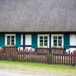 Szachulcowy dom kryty strzechą