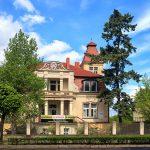 Czarnków. Wzdłuż ul. Kościuszki kilka domów z pocz. XX o ciekawych fasadach (eklektycznych i secesyjnych)