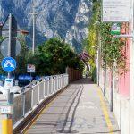 Na dole schyłek lata. Droga rowerowa z Arco do Riva