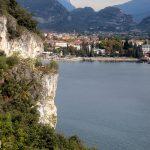 Widok na Riva del Garda z drogi Ponale