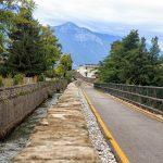 Droga rowerowa wzdłuż kanału