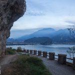 Riva i monte Brione na horyzoncie