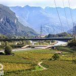 Widok na dolinę rzeki Adyga – przebiegają tu ważne szlaki komunikacyjne: autostrada A22 i linia kolejowa