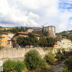 Na pierwszym planie rzeka Leno, powyżej zamek  (Castello di Rovereto) – obecnie siedziba Włoskiego Historycznego Muzeum Wojny. Zamek od wielu już lat jest remontowany